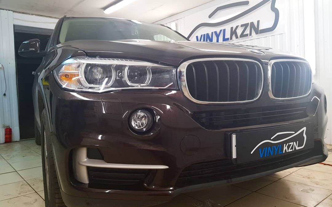 Бронирование передней части кузова пленкой от немецкого производителя Oraguard — BMW X5