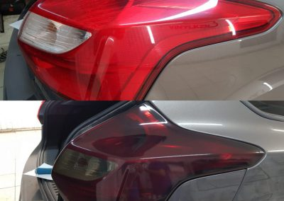 Тонирование задней оптики темным винилом — Ford Focus 3