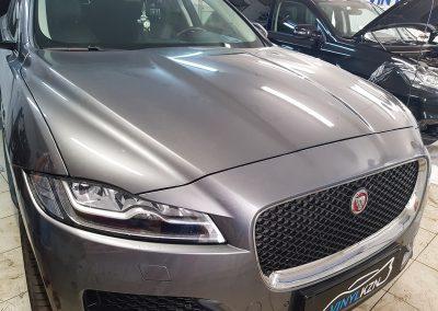 Бронирование антигравийной плёнкой передней части авто, бронирование лобового стекла — Jaguar F-Pace