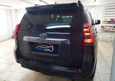 Тонирование премиальной пленкой LlUMAR автомобиля Toyota Land Cruiser Prado