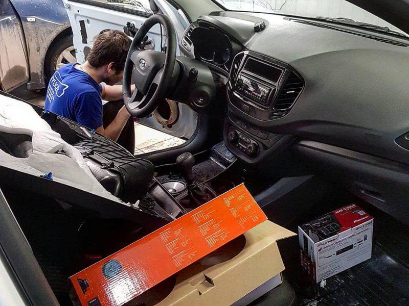 Установка магнитолы и колонок на ваш автомобиль, быстро и качественно — Lada Vesta