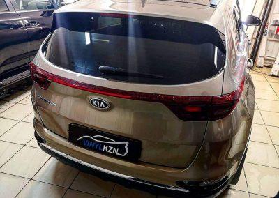 Тонировка автомобиля Kia Sportage премиальной пленкой LLumar 80% затемнения
