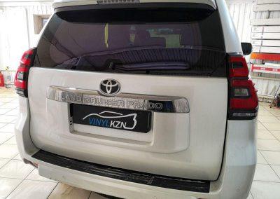 Тонировка передних стекол пленкой UltraVision Deep Light 83%, задних стекол Llumar 5% — Toyota Prado