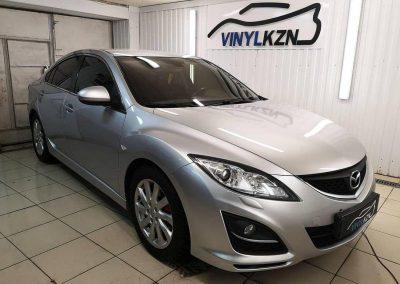 Автомобиль Mazda 6 затонирован по кругу без лобового карбоновой пленкой с 95% затемнения