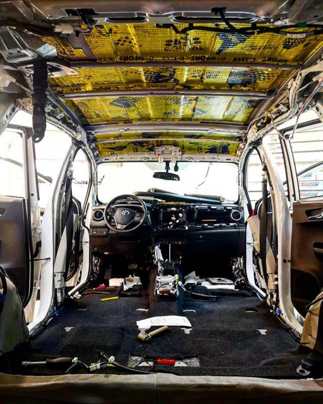 Качественная шумоизоляция высоклассными материалами автомобиля Toyota Rav4