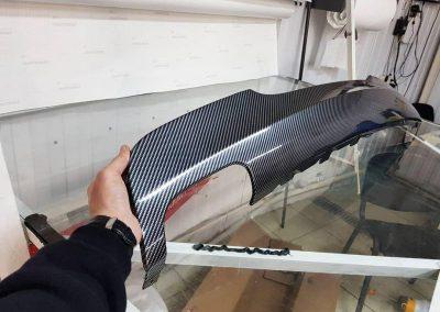Оклеили диффузор бампера автомобиля BMW 3 серии в пленку карбон
