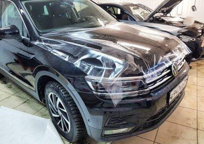 Бронирование капота, бампера, передних крыльев, под ручками, погрузочной зоны заднего бампера виниловой пленкой немецкого производства — VW Tiguan