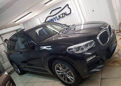 BMW X3 — тонировка стекол авто и бронирование порогов и под ручками полиуретановой пленкой