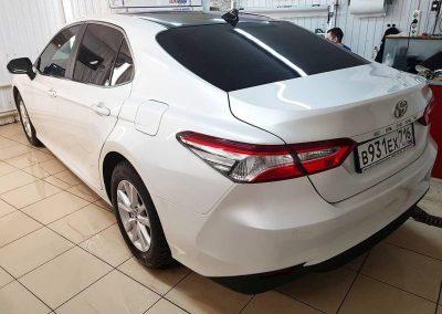 Toyota Camry — оклейка чёрным глянцем крыши, оклейка зеркал, тонировка задних стекол