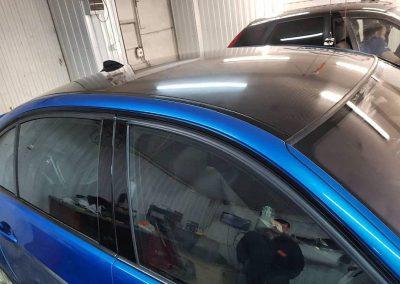 Оклейка крыши автомобиля BMW 3 серии пленкой 5D карбон