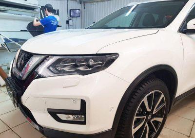 Бронирование пленкой Hexis фар автомобиля, лобового и логотипа — Nissan X-trail