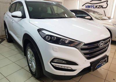 Hyundai Tucson — бронирование капота и фар,  ручками