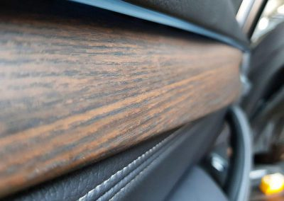 Оклейка интерьера автомобиля BMW X5 пленкой 3м под дерево