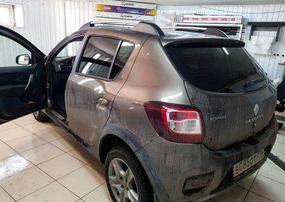 Renault Sandero — тонировка премиальной плёнкой llumar с 85 процентным затемнением