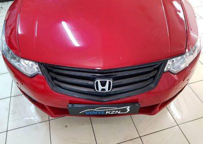 Оклейку крыши в черный глянец пленкой, оклейку хром элементов передней решетки, тонировка задних фонарей — Honda Accord
