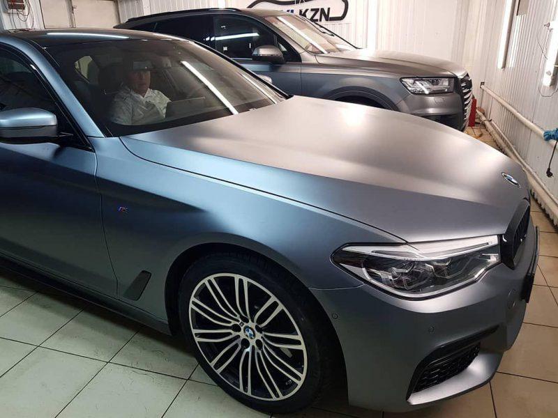 BMW 5 серии — оклейка прозрачной матовой пленкой кузова, оклейка фар и тонировка стекол Llumar