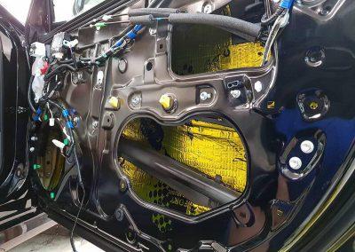 Toyota Camry — шумоизоляция, бронирование полиуретаном и тонировка стекол пленкой LLumar