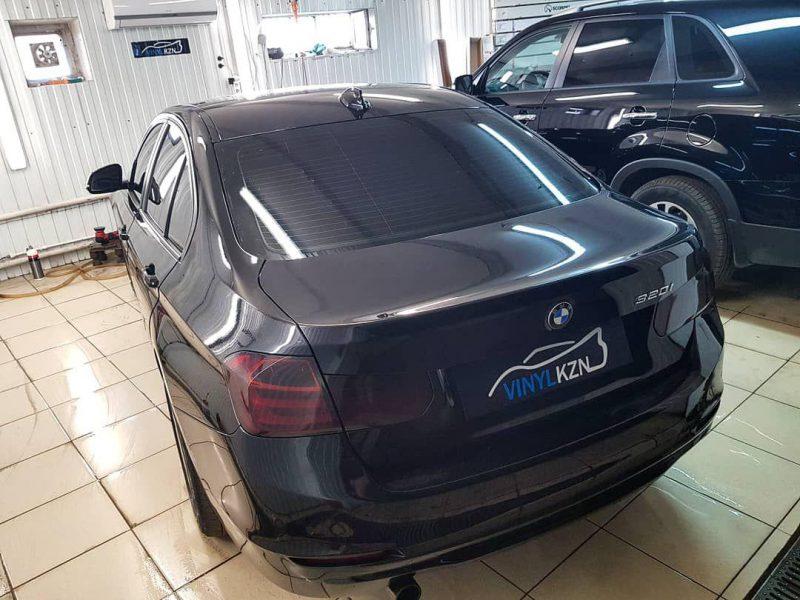 BMW 3 — затонировали заднюю часть 95%, передние бока 65%, затонировали задние фонари, отполировали передние фары