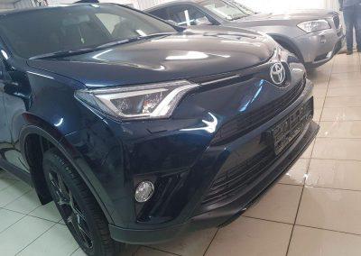 Toyota Rav 4 — забронирован капот, зона погрузки, под ручками и пороги с широким охватом на задние арки