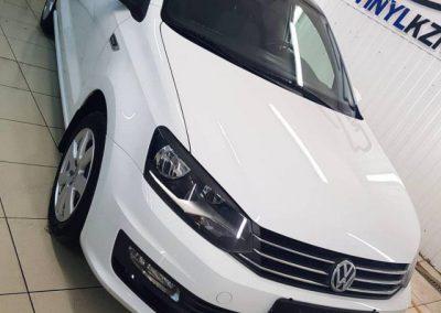 VW POLO — оклейка крыши черной глянцевой пленкой Oracal 970