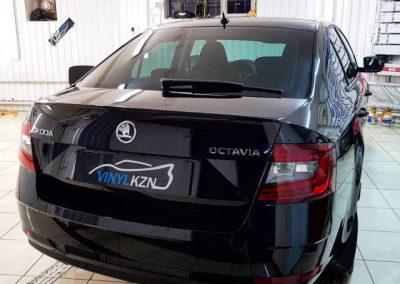 Skoda Octavia — бронирование всей передней части кузова полиуретановой пленкой, полировка двери.