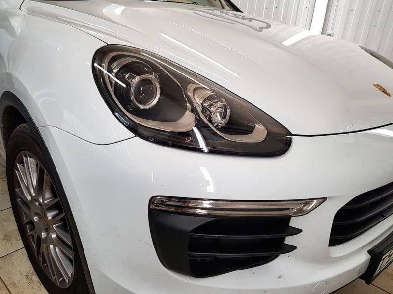 Porsche Cayenne  — тонировка пленкой Llumar, бронирование фар полиуретановой пленкой, тонировка задних фонарей пленкой Oracal