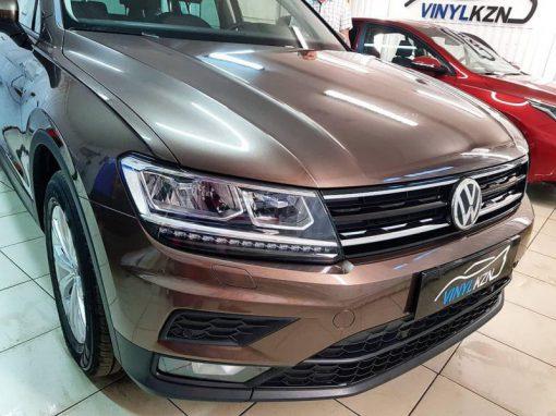 Volkswagen Tiguan — забронировали антигравийной пленкой капот, бампер, фары, противотуманные фары, под ручками