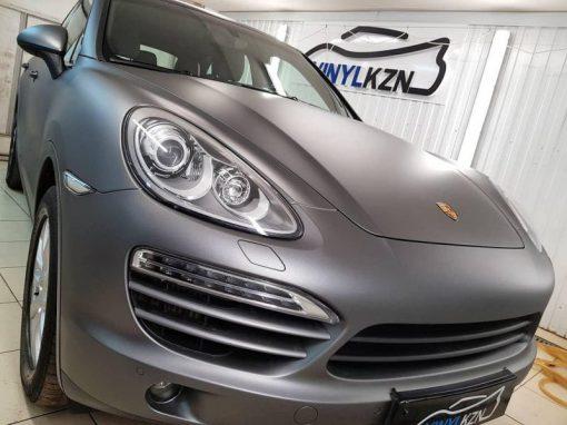 Porsche Cayenne — оклейка всего кузова пленкой серый сатин Hexis