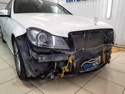Mercedes С-klass — выполнили восстановительную полировку фар, затем забронировали полиуретановой пленкой HEXIS Bodyfance
