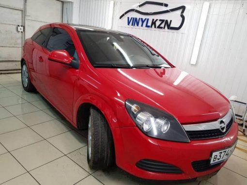 Opel Astra — оклейка крыши черной глянцевой пленкой Oracal 970 и тонировка стекол пленкой Ultra Vision