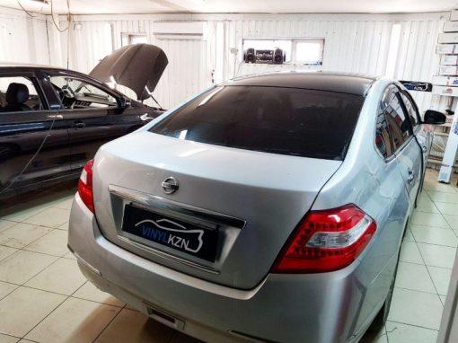 Оклейка крыши автомобиля Nissan Teana пленкой Oracal 970 черный глянец