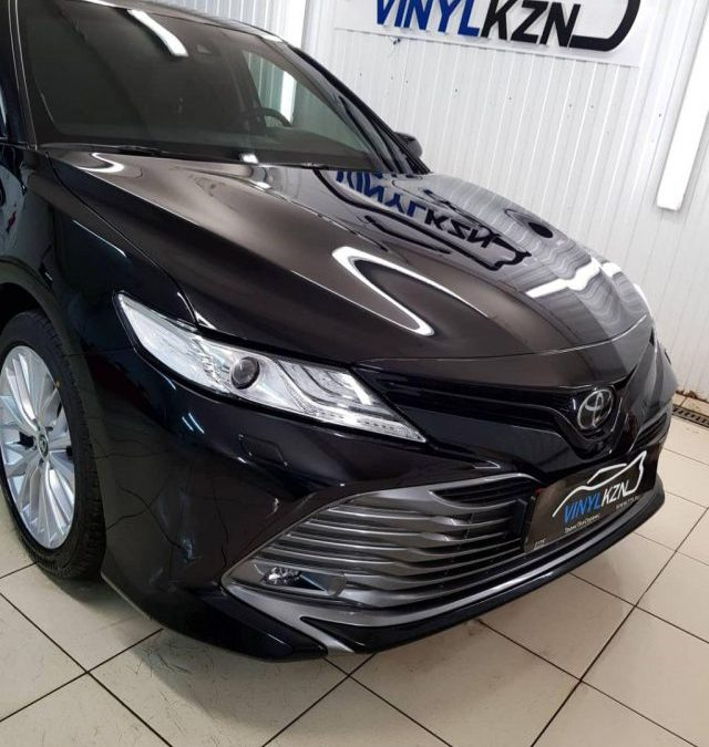 Toyota Camry — бронирование капота, бампера, фар полиуретановой пленкой