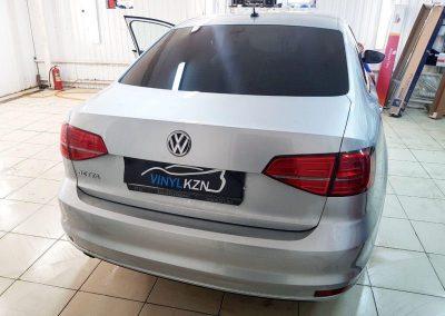 VW JETTA — задняя часть автомобиля тонирована пленкой NDFOS 95%