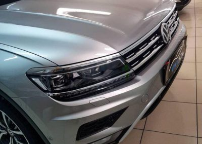 VW TIGUAN — бронирование капота, бампера, крыльев целиком, фар и даже под ручками полиуретаном