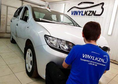 Оклейка автомобиля Renault Logan пленкой белый глянец