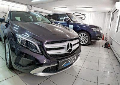 Mercedes GLA — бронирование капота, бампера, рамки лобового стекла, фар и под ручками пленкой Oraguard