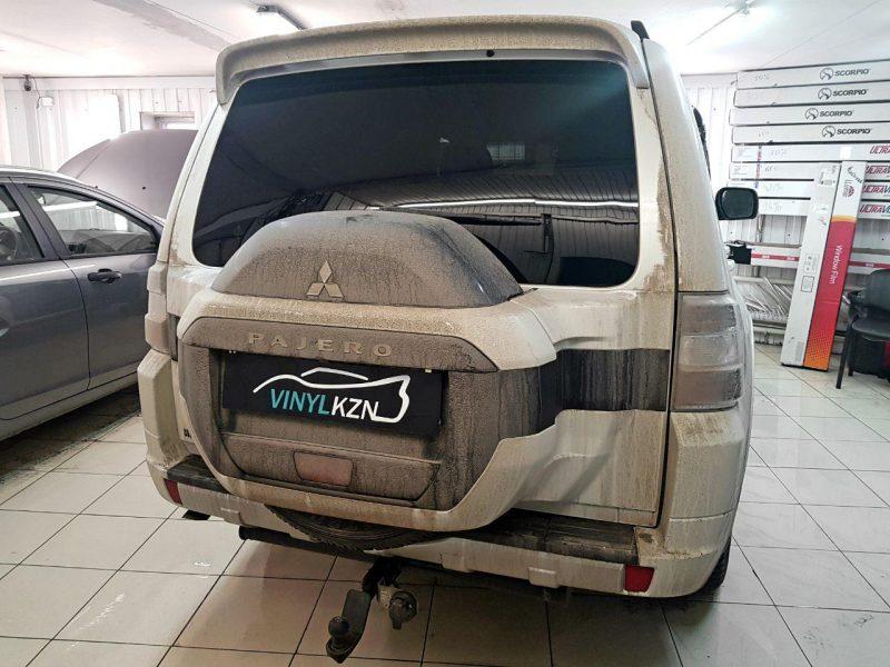 Mitsubishi Pajero — тонировка передних стекол атермальной пленкой 3M Cristalline 10%, задних стекол пленкой Llumar 95%