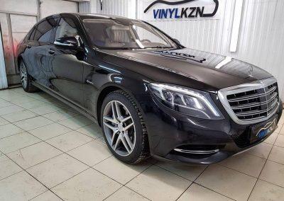 Mercedes-Maybach S 500 — оклейка в черный глянец боковых хромированных элементов