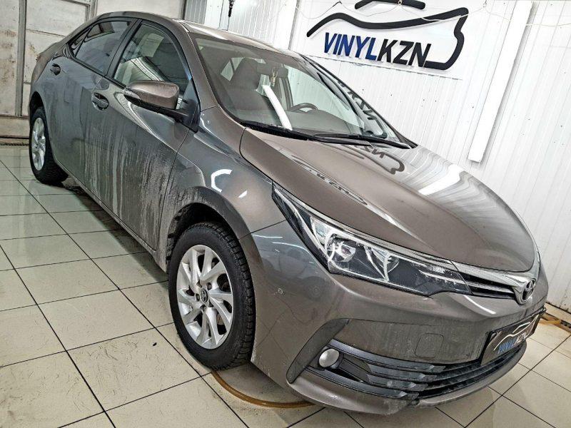 Toyota Corolla — бронирование пленкой, тонировка стекол Llumar, установка парктроников и замена аудиосистемы