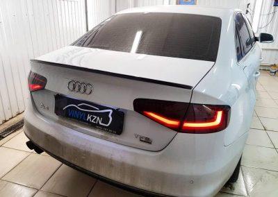 Audi A4 — затонировали задние фонари, оклеили спойлер черной глянцевой пленкой и установили