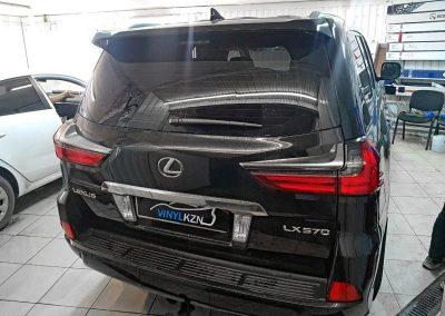 Омыватель камеры заднего вида установлен на Lexus LX