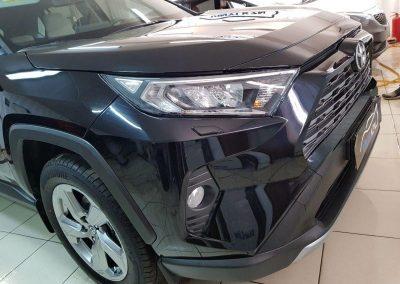 Toyota Rav 4 New — бронирование полиуретановой пленкой капота, фар и зон пол ручками