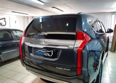 Mitsubishi Pajero Sport — затонировали заднюю часть пленкой Llumar ATR
