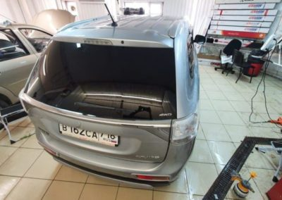 Бронирование крыши автомобиля Mitsubishi Outlander полиуретановой пленкой