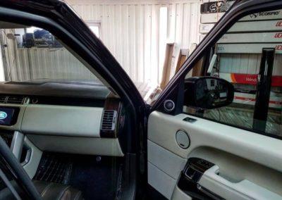 Тонировка лобового стекла автомобиля Range Rover Vogue пленкой UltraVision 65%