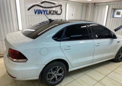 VW Polo — оклеили крышу чёрной глянцевой плёнкой премиум класса Oracal 970