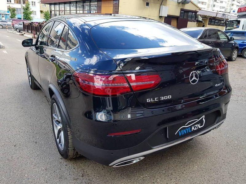 Mercedes GLC — тонировка задних фонарей пленкой Stek, оклейка молдингов над фонарями пленкой черный глянец