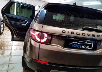 Land Rover Discovery Sport — бронирование капота и фар полиуретановой пленкой, тонировка стекол пленкой Llumar