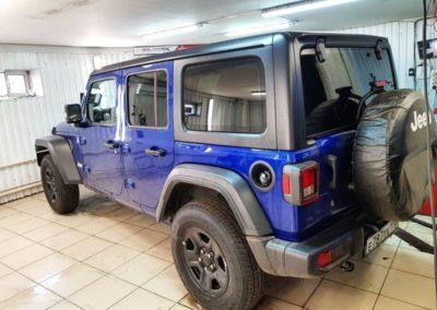 Яркий Jeep Wrangler — затонировали заднюю часть автомобиля премиальной пленкой Llumar ATR