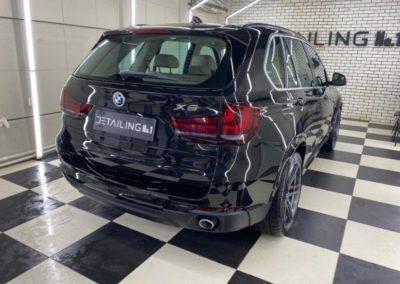 BMW X5 — химчистка салона авто, полная шумоизоляция, полировка кузова и заднего стекла, бронирование лобового стекла и фар